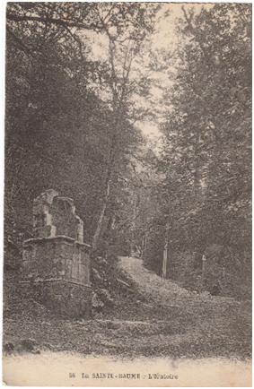 L'oratoire et la forêt primaire.