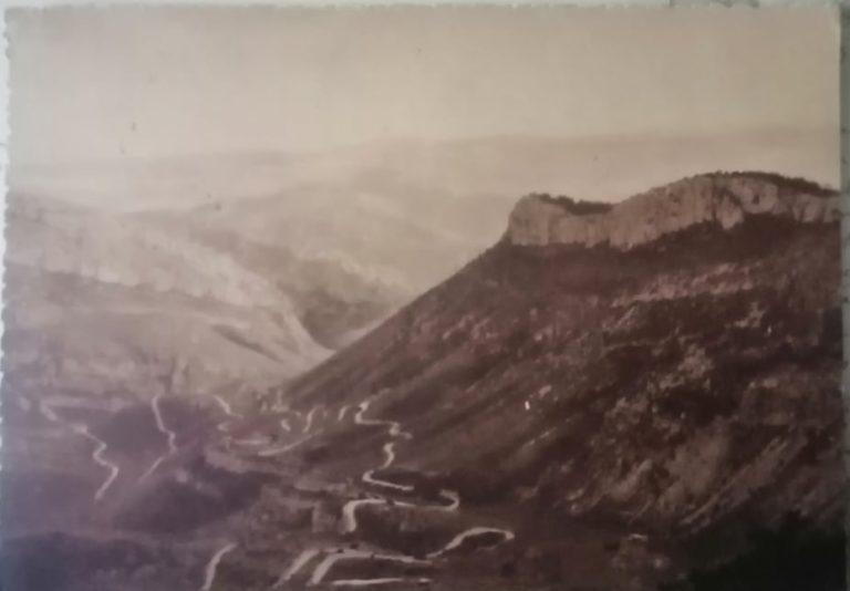 La route en lacets par Gémenos.