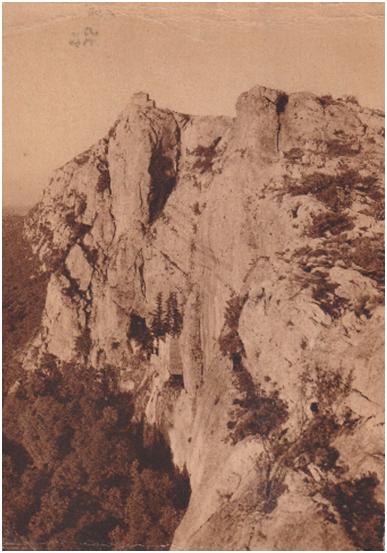 Vue panoramique : la grotte et le St Pilon